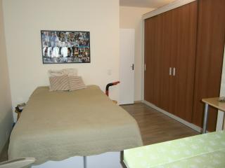 Casa proximo ao estádio com churrasqueira garagem - Porto Alegre vacation rentals