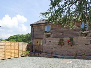 WOODLAND VIEW, pet-friendly, WiFi, shared hot tub, open plan living, cottage near Pembridge, Ref. 26401 - Pembridge vacation rentals