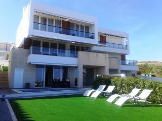 4 Bedroom Villa on the Sea front - Luz vacation rentals