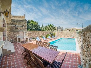 Spacious 5 bedroom Farmhouse Barn in Xewkija - Xewkija vacation rentals