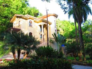 Castillo Des Arboles - West Bay vacation rentals
