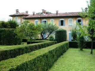 Cozy Manor house with Internet Access and A/C - Locate Varesino vacation rentals