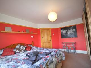 Detached Garden House in Shepherds Bush, First Av. - London vacation rentals
