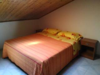 Romantic 1 bedroom Penthouse in Acitrezza - Acitrezza vacation rentals