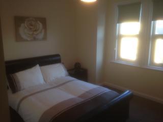 Comfortable 2 bedroom Blackpool Condo with Long Term Rentals Allowed - Blackpool vacation rentals