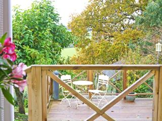 Pretty rural cottage with deck, nr Battle, Sussex - Sedlescombe vacation rentals