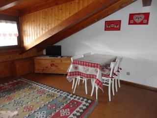 Dintorni di Trento, Appartamenti Livia, mansarda - Centa San Nicolo vacation rentals