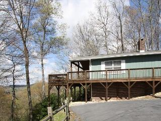 Traditional log cabin with  a winter view tucked in the trees, sleeps 6 - Blowing Rock vacation rentals