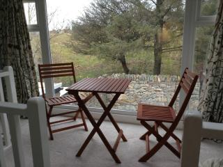 Beautiful Cottage with Internet Access and Outdoor Dining Area - Trefor vacation rentals
