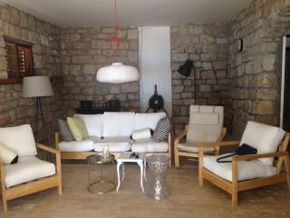 BETINA BEACH HOUSE - Betina vacation rentals