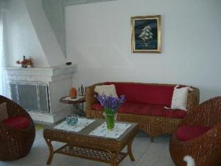 Holiday House at the edge of the sea. - Kiato vacation rentals