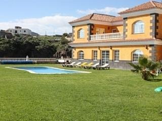 ELSAL; Beautiful 5 Bedroom Villa. El Salto. - El Medano vacation rentals