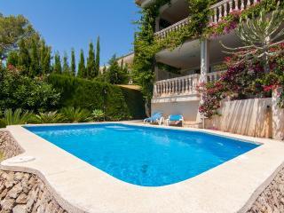 Bright 4 bedroom Chalet in Puerto de Alcudia with A/C - Puerto de Alcudia vacation rentals