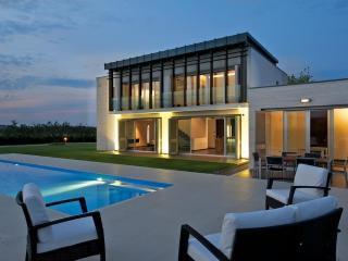 Luxury Contemporary Villa with swimming pool - Abruzzo vacation rentals