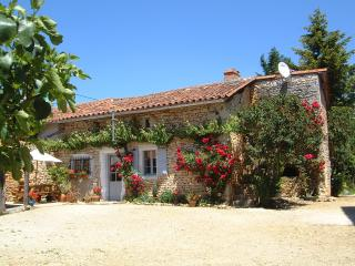 Lovely 3 bedroom Cottage in Chasseneuil-sur-Bonnieure with Internet Access - Chasseneuil-sur-Bonnieure vacation rentals