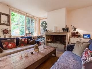 Amazing Flat for 9 - Petites Ecuries 10th - Paris vacation rentals