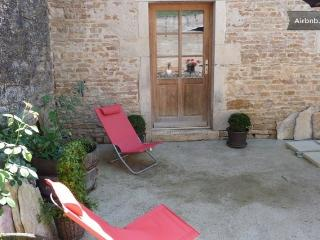 1 bedroom Gite with Dishwasher in Puligny-Montrachet - Puligny-Montrachet vacation rentals