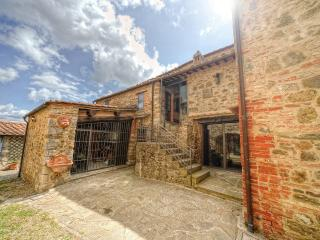 Nice Farmhouse Barn with Internet Access and Central Heating - Castelnuovo Berardenga vacation rentals