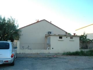 Pleasant 2 bedroom cottage with private garden in walled Provence city of Avignon - Avignon vacation rentals