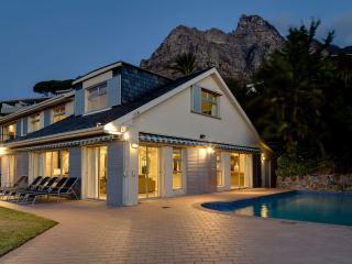 6-bedroom, 6 bathroom Beautiful Villa in Camps Bay - Cape Town vacation rentals