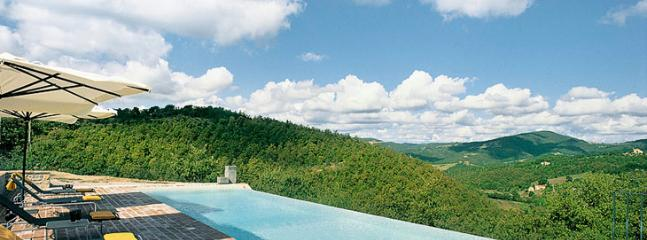 infinity pool and Tusna hills at a far distance - casa lazzari - Preggio - rentals