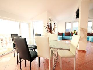 4 bedroom Condo with Internet Access in Crikvenica - Crikvenica vacation rentals
