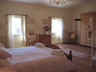Large bright room - Teuillac vacation rentals