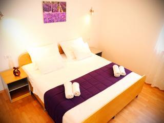 Cozy 3 bedroom Apartment in Stobrec - Stobrec vacation rentals