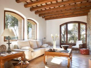 Luxury Villa to Relax  13 p (+2 babies) / 6 rooms - Navata vacation rentals