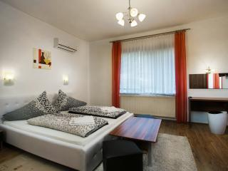 2 bedroom Apartment with Internet Access in Hajduszoboszlo - Hajduszoboszlo vacation rentals