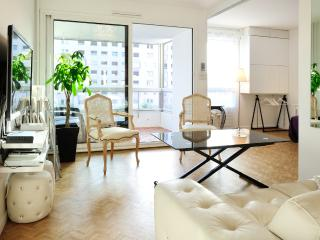 The CLOUD SIX - 70m² Central LYON, 1 to 4, Parking - Lyon vacation rentals