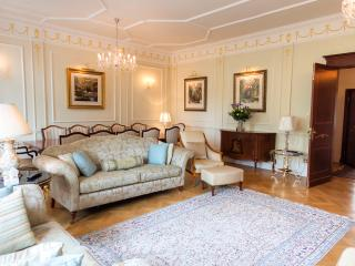 Lovely 5 Ensuite Bedroom Flat - CHF 6 - London vacation rentals