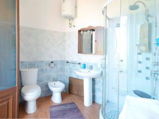 BELLAVISTA ACIREALE VILLA CON DOCCIA IDROMASSAGGIO IN CENTRO STORICO - Acireale vacation rentals