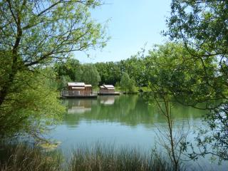 CABANES FLOTTANTES du Lac de PELISSE - Douzains vacation rentals