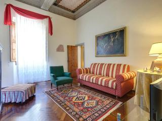Luxury 5 bedrooms apartment in the old city centre - Florence vacation rentals
