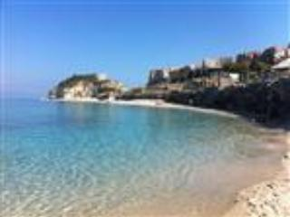 Town centre penthouse appartment with sea views - Image 1 - Tropea - rentals