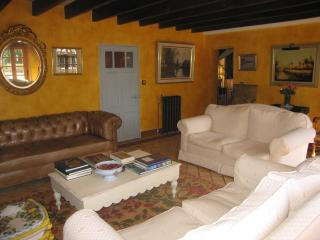 Comfortable Cottage with Internet Access and Parking Space - Pessac-sur-Dordogne vacation rentals