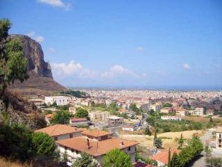 Bright 3 bedroom Partinico Apartment with Internet Access - Partinico vacation rentals