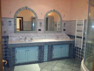 Casa di grande prestiggio e finemente arredata - Savona vacation rentals