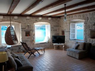 Cozy 2 bedroom Perast Apartment with Internet Access - Perast vacation rentals