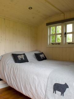 1 bedroom Shepherds hut with Kettle in Wrexham - Wrexham vacation rentals