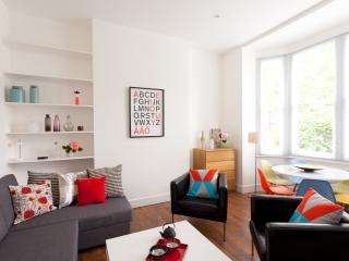 CHARMING Apartment 15min to centre - London vacation rentals