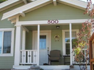 SPECIAL $119*Downtown Mt Shasta/Charming Bungalow - Mount Shasta vacation rentals