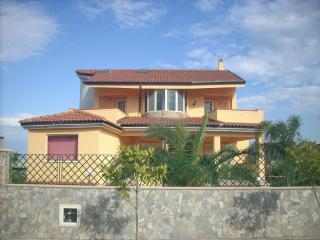 6 bedroom House with Internet Access in Montepaone - Montepaone vacation rentals