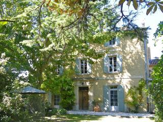 Nice Condo with Internet Access and A/C - Saint Saturnin les Avignon vacation rentals