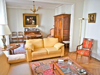 TROCADERO LUXE APT  4 PAX - Paris vacation rentals