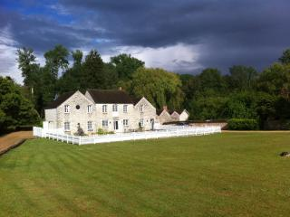4 bedroom Cottage with Cleaning Service in Moret-sur-Loing - Moret-sur-Loing vacation rentals