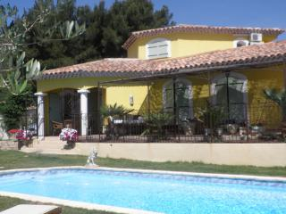 Bright 4 bedroom Villa in Cuges-les-Pins - Cuges-les-Pins vacation rentals