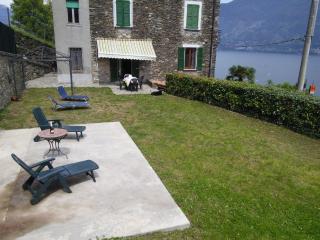 Romantic 1 bedroom Cremia Apartment with Garden - Cremia vacation rentals