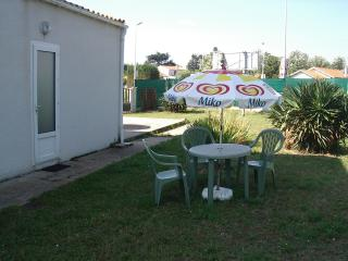 Nice Studio with Refrigerator and Garden - Saint-Georges d'Oleron vacation rentals